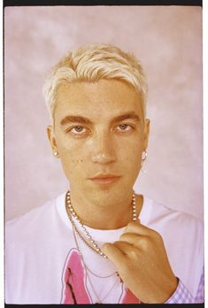 Even pop heartthrobs get their feelings hurt, Paul Klein talk love, loss and LANY on the cover of Wonderland Magazine for the Winter issue. Lany Band, Beautiful Boys, Beautiful People, Paul Jason Klein, Harry Styles Wallpaper, Film Inspiration, Photography Poses For Men, Color Pencil Art, Pink Sky