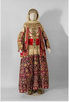 Bridal costume of Attica - century Folk Fashion, Ethnic Fashion, Vintage Fashion, Historical Costume, Historical Clothing, Traditional Fashion, Traditional Dresses, Greek Dress, European Costumes