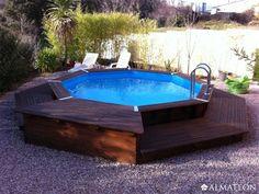Piscine octogonale Océa 430, au style très moderne. Profitez des belles journées d'été pour vous détendre dans cette grande piscine en bois ! La piscine est le cœur de votre jardin, c'est un espace convivial qui vous permettra de passer d'agréables moments en famille et de profiter des joies de la baignade. Quoi de mieux pour s'amuser et se rafraîchir pendant les chaudes journées d'été ?