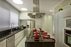 Cozinha, branca, preta, vermelha, silestone, ilha coifa