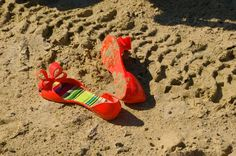 Beach sandals. Mel by Melissa. Rubber shoes with a bow.  Off road. Samurai. elikshoe