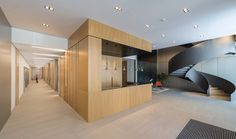 Inside the new 3000 m2 facilities, the team used the Solid Surface by Grupo PORCELANOSA, KRION®, transformed by the firm Fusteria Mira for various...