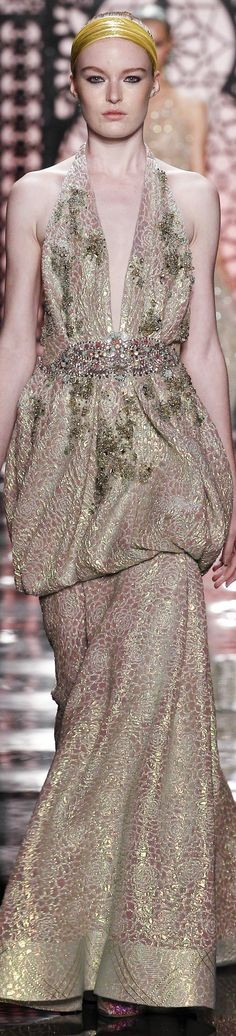 See all the Collection photos from Reem Acra Spring/Summer 2016 Ready-To-Wear now on British Vogue Mom Dress, Dress Up, Love Fashion, Fashion Show, Fashion 2016, Fashion Weeks, Couture Fashion, Fashion Trends, Valentino