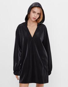 HUNT4SHOP: Rochie stil hanorac Bershka - 59 ron Metallic Dress, Hoods, Lady, Shopping, Vintage, Dresses, Woman, Fashion, Dress