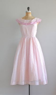 Tout Suite dress / vintage 1950s dress / eyelet