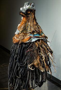 Robe de trail par Joan Côté, artiste présentement exposée aux Galeries Beauchamp. www.galeriebeauchamp.com
