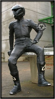 Motorcycle Suit, Motorcycle Leather, Biker Leather, Leather Men, Black Leather, Motocross Outfits, Mens Biker Style, Mx Boots, Motard Sexy