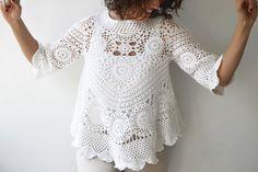 Primavera verano moda Jersey de ganchillo blanco por Afra El suéter es perfecto para primavera y verano. Hecho con hilo de algodón 100%. Es elegante y muy acogedor. Complemento perfecto para tu estilo femenino. Tamaño: S, M, L Limpieza: Lavar a máquina debajo de 30 grados en el ciclo suave y poner el plano para secar. https://www.etsy.com/shop/afra?section_id=15155851&ref=shopsection_leftnav_8