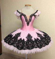 Such a beautiful ballet dress! Tutu Ballet, Ballerina Costume, Ballerina Dress, Dance Outfits, Dance Dresses, Girls Dresses, Party Dresses, Ballet Russe, Ballet Clothes