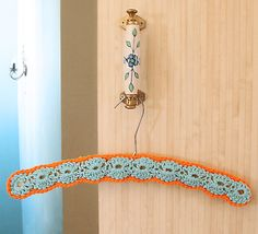 Crochet Coat Hanger Covers: Patterns and Inspiration – Crochet Patterns, How to, Stitches, Guides and Crochet Coat, Love Crochet, Learn To Crochet, Crochet Baby, Crochet Clothes, Crochet Shell Pattern, Crochet Shell Stitch, Crochet Patterns, Free Pattern
