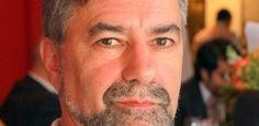 A aprovação em primeiro turno na Câmara da PEC 241 gera preocupação também em renomados cientistas brasileiros. Um dos críticos é Paulo Artaxo, físico da USP e membro do painel climático da ONU - que foi um dos três brasileiros presentes em lista da Reuters de 2015 dos cientistas mais influentes do mundo. Artaxo, que tem como campo de estudo a Amazônia e mudanças climáticas na região, diz que enxerga um futuro desolador para a ciência no Brasil em caso de aprovação da emenda.
