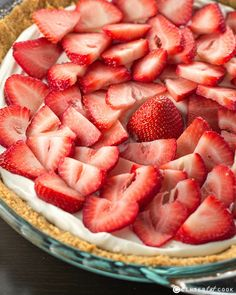 Heavenly Strawberries and Cream Pie with fresh strawberries atop a sweet light and fluffy filling! Easy to make, this Strawberry Pie is going to quickly become a family favorite! Strawberry Cream Pies, Strawberries And Cream, Strawberry Fields, Yummy Treats, Delicious Desserts, Yummy Food, Pie Dessert, Dessert Recipes, Drink Recipes