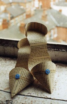 book shoes - wonder if this would work with fondant?  or would it need too much support?  maybe royal icing would work....