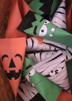 Halloween Candy Wrappers ~~ Free printables from http://likeaprettypetunia.blogspot.com/2012/09/halloween-treat-boxes.html
