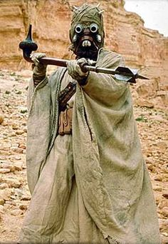 Tusken Raiders (Sand People) from Star Wars Tusken Raider, Star Wars Characters Pictures, Star Wars Personajes, The Phantom Menace, Planet Of The Apes, Ewok, A New Hope, Star Wars Episodes, Photo Postcards