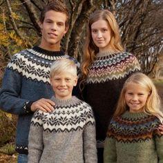 Smuk islandsk sweater, der findes i et hav af størrelser. Hvis man er god til mønsterstrikning, er det bare at kaste sig ud i den. Ellers er den måske god at øve sig på. Gratis mønster