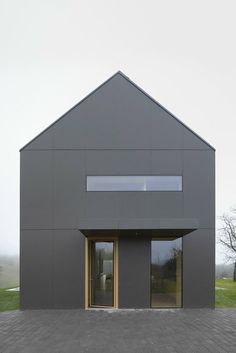 Büro Architecture loves The Black Barn Šentrupert / Eslovénia / 2014 by Arhitektura d. Architecture Design, Residential Architecture, Contemporary Architecture, Minimalist Architecture, Modern Barn House, Modern House Design, Fachada Colonial, Black Barn, Facade House