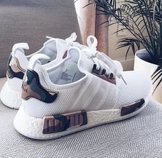 The Best Men's Shoes And Footwear : Customized adidas Nmd by [ ] -Read More – Cute Shoes, Women's Shoes, Me Too Shoes, Shoe Boots, Adidas Shoes Women, Nike Women, Sneakers Vans, White Sneakers, Men Fashion