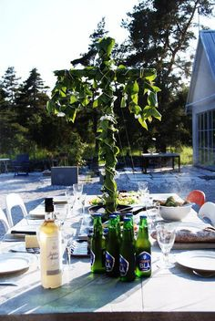 ♥ Swedish Midsommar - outdoor eating with chilled snaps and beer Kingdom Of Sweden, Swedish Recipes, Swedish Foods, Scandinavian Countries, Swedish Style, Thinking Day, Summer Solstice, Fresco, Tis The Season