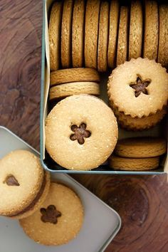 Only 5 ingredients in these Quinoa & Almond Flour Cookies with Chai Spiced Almond Butter!