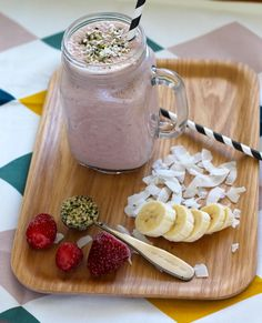 strawberry coconut super smoothie // the muffin myth