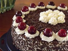 Here is my version of the really delicious dark alcohol free black forest. Sweet Recipes, Cake Recipes, Food Tags, Bakery, Food And Drink, Cooking Recipes, Pudding, Sweets, Snacks
