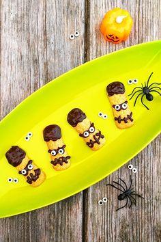Pavesini decorati con cioccolato fondente...da paura! Semplici e veloci da realizzare Cooking, Pineapple, Kitchen, Brewing, Cuisine, Cook