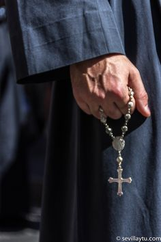 Miércoles Santo. Detalle nazareno de la Hermandad del Cristo de Burgos.