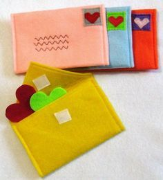 Felt envelopes for Pretend Play or add to a quiet book, Craft Projects, Sewing Projects, Crafts For Kids, Sewing For Kids, Diy For Kids, Kids Fun, Felt Toys, Pretend Play, Diy Toys