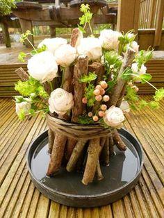 Woodland and Roses centerpiece - Fraai - http://deccoria.pl/warto-zobaczyc/artykuly-dekoracje-z-kwiatow-zrob-to-sam-,5,93.html