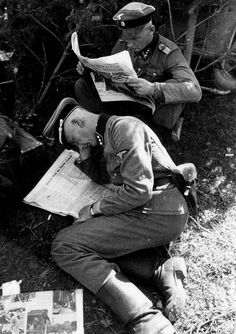 Totenkopf officers reading the Völkischer Beobachter newspaper at rest during Operation Barbarossa, summer 1941. Both men appear to wear the rank of an SS-Obersturmführer.