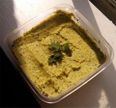 I love hummus. Het is goedkoop, lekker en gezond. Hummus zit vol metproteïne door de kikkererwten.Het is daarom perfect broodbeleg voor een vega(n). Ik gebruik hummus graag als dip voor wortel & komkommer. Ook smeer ik hummus graag in een romeinse sla blad; vullen met groente en je hebt een heerlijke wrap! Één keer in … Lees verder Let's talk about hummus. →