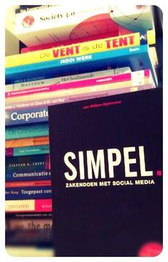Lisette Kaptein @lieskaptein  Het is #simpel zaken doen met social media #basisboekvoormarcomprofessionals