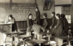 Japanese girl students, 1935. OLD PHOTOS of JAPAN: 女学校の教室風景 1935年代の岡山