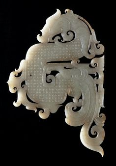 Jade Dragon Pendant Century BC Western Han Dynasty Length Width Unearthed at Shizishan in Jiangsu Province - Photo Courtesy of Xuzhou Museum Jade Dragon, Dragon Art, Chinese Culture, Chinese Art, Chinese Design, Arte Tribal, Art Asiatique, Le Far West, Ancient Jewelry