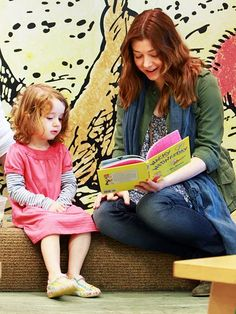 Alyson Hannigan and daughter Satyana read Wacky Wednesday by Dr. Seuss