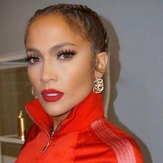 Jennifer Lopez makeup, red lips - stunning make up! ♥ - Jennifer Lopez makeup, red lips – stunning make up! Jennifer Lopez Sans Maquillage, Maquillaje Jennifer Lopez, Jennifer Lopez Makeup, Jennifer Lopez News, Jlo Makeup, Red Lip Makeup, Hair Makeup, Sexy Makeup, Make Up Looks