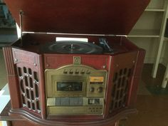 THOMAS PACCONI TPCMSE805 OLD STYLE STEREO WITH 3 CD CHANGER, AND RECORD PLAYER, AND SHELF