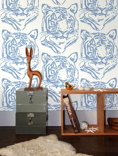 This beautiful star tiger wallpaper, a collaboration with Finnish designer Paola Suhonen of Ivana Helsinki, is the perfect décor for your home or business. Material: Screen-printed by hand on clay-coa