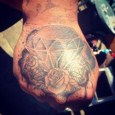 #diamond #diamondtattoo #hand #handtattoo #rose #rosetattoo #roses #flower #flowertattoo #tattoo #tattoos #ink #jongu #tattooist #auckland #forevertattoos IG: @jongutattoo