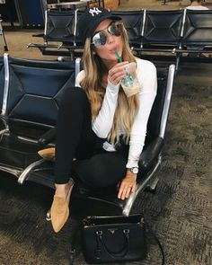 Womens Fashion Tips For Looking Great Baseball Game Outfits fashion great Tips Womens Trendy Outfits, Summer Outfits, Fashion Outfits, Cap Outfits, Girl Outfits, Chuck Taylors, Corporate Attire Women, Baseball Game Outfits, Fashion Tips For Women