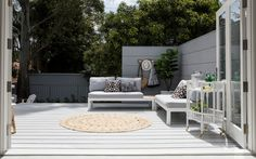 A Modern Feature Deck from Three Birds Renovations | Case Studies | HardieDeck™ system