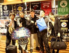 【大阪店】 2013年3月9日  宮崎県からお越しのmagicの皆様☆  バスケの社会人チームの全国大会で大阪にお越しだそうです。  明日も試合頑張ってくださいね! #nba