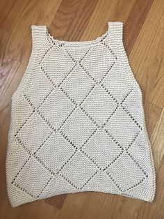 Slushies Top Muster von uns sind Stricker - Rajeshree Patel Slushies Top pattern by we are knitters LEVEL ADVANCED Free Knitting Patterns For Women, Knitting Designs, Knitting Projects, Crochet Patterns, Crochet Projects, Crochet Anchor, Knit Crochet, Knit Vest Pattern, Top Pattern