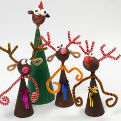 Rensdyr til jul cute rudolph the red nose reindeer and friends kids craft from poly cones and balls and pipe cleaners fun makes for school , craft clubs or at christmas fairs