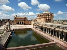 This is a 450-year-old structure which still stands proudly -- the Nagaur Fort of Khimsar, Rajasthan!  #India #Khimsar #Rajasthan #NagaurFort #fortsofrajasthan #travel #trip #tour #yolo #usa #UCLA