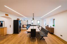 LIGHT LINE LED: LINEARE SYSTEMLÖSUNG FÜR DEN EINBAU IN ALLE GÄNGIGEN BAUMATERIALEN! LIGHT LINE LED: LINEARE SYSTEMLÖSUNG FÜR DEN EINBAU IN ALLE GÄNGIGEN BAUMATERIALEN! Led, Conference Room, Table, Furniture, Home Decor, Baking Stone, Stone Fence, Brickwork, Construction Materials