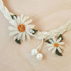 Crochet Easy Ribbon Lace Tape - ideas hermosas y diferentes Lace Necklace, Lace Jewelry, Crochet Necklace, Handmade Jewelry, Lace Flowers, Crochet Flowers, Crochet Doilies, Crochet Lace, Lace Tape