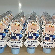 Tubete personalizado chá de bebê urso príncipe #tubeteprincipe #ursoprincipe #cha #charevelacao #chadebebe #mãe #mãeprimeiraviagem #maternidade #padrinho #madrinho #afilhado #afilhada #aniversarioinfantil #aniversario #presente #lembrancinha #brinde #lembrancinhaspersonalizadas Unisex Baby Shower, E Design, Diy And Crafts, Birthday, Bento, Gabriel, Rave, Baby Shower Diapers, Diaper Invitations