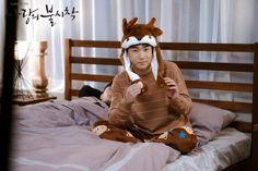 Awwww brown fits him so well🤎🤎🤎 Korean Actresses, Korean Actors, Big Bang Top, Gu Family Books, Web Drama, Instyle Magazine, Cosmopolitan Magazine, Kim Woo Bin, Star Pictures